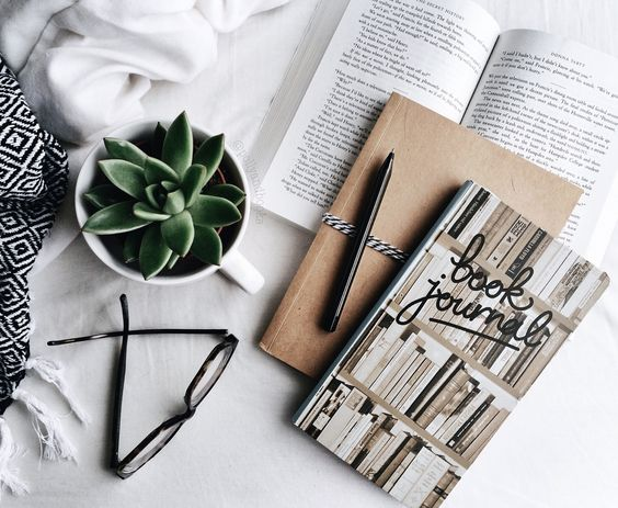 "pollyandbooks: "" Reading & journaling ♡ """