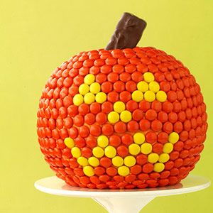 M&M's pumpkin cake.  This would actually be fairly easy and fun for little kids to decorate.: Cake Recipe, Halloween Party Foods, Pumpkin Cakes, Halloween Fall, Halloween Recipes, Halloween Food, Halloween Cake, Happy Halloween