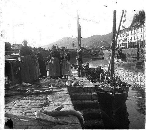 En el Muelle!! Foto: Aurelio de Colmenares y Orgaz (1873 –1947) Archivo Conde de Polentinos Gracias Luis Mari Flórez y San Sebastián Desaparecida