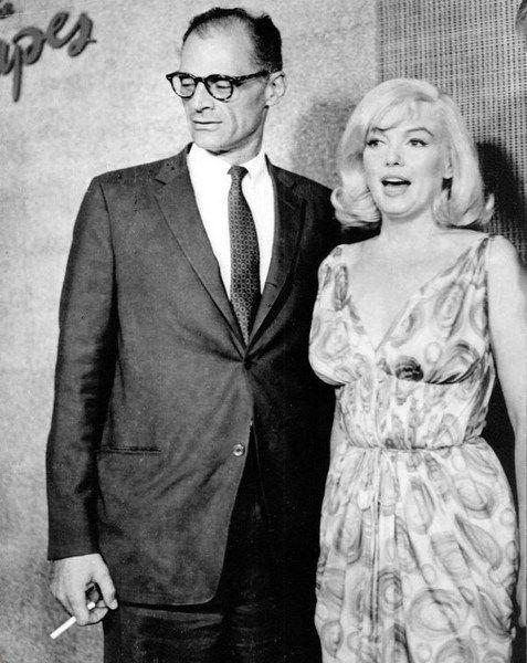 Les DésaxésSur le tournage Le 24 juillet 1960, une conférence de presse est organisée dans un salon du Mapes Hotel, à Reno dans...