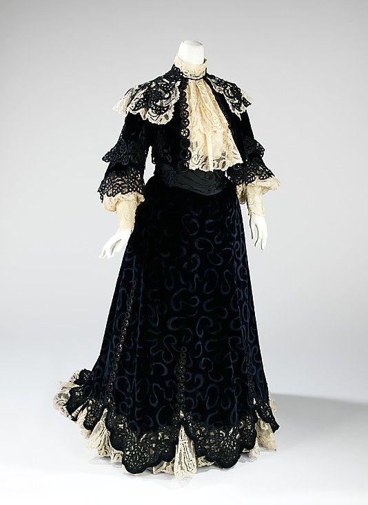 Dress, Visiting  Jacques Doucet (French, Paris 1853–1929 Paris)  Date: 1900–1905 Culture: French Medium: silk Dimensions: Length at CB (a): 17 in. (43.2 cm) Length at CB (b): 51 in. (129.5 cm) Credit Line: Brooklyn Museum Costume Collection at The Metropolitan Museum of Art, Gift of the Brooklyn Museum, 2009; Gift of Mrs. Robert G. Olmsted, 1965 Accession Number: 2009.300.892a, b http://www.metmuseum.org/