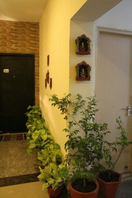 Entrance decor indian home decor shrinkhala dixit 39 s home for Foyer design ideas india