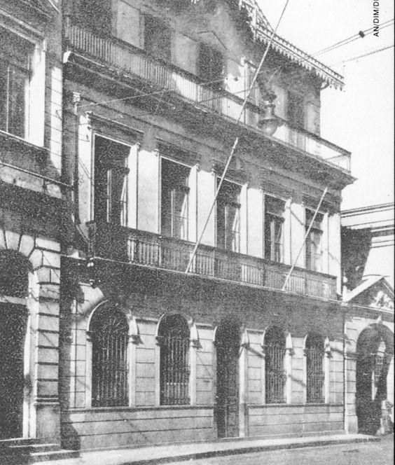 Chalé de 1880 - Atualmente Arquivo Histórico Municipal. Foi a antiga residência de um dinâmico empresário da época, o major Benedito Antônio da Silva, na rua Roberto Simonsen na região da Sé. Projeto de Ramos de Azevedo.