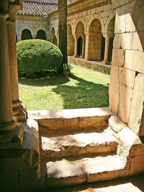 """Claustre (S.XII) del monestir de Santa Maria de Vilabertran (S.XI) (""""Cloister of the Monastery of Santa Maria de Vilabertran"""")Girona  Catalonia"""