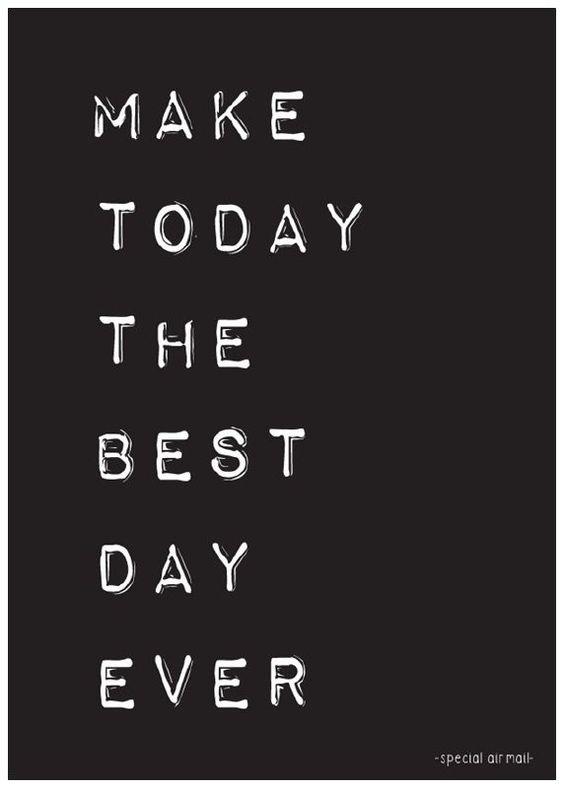 Ansichtkaart met quote make today the best day ever.Stoere zwart-wit kaart met inspirerende tekst, leuk als decoratie of om te versturen.