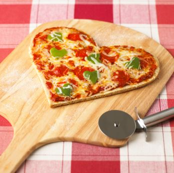 Heart-Shaped Pizza: Valentine Day Ideas, Pizza Recipe, Valentines Day, Valentinesday, Heart Pizza, Shaped Pizza, Food Recipe