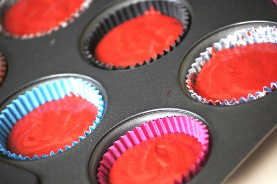 Confessions of a Chopinholic: 5 Confessions in 5 days. Day 5: Jeremy's Red Velvet Cupcakes. Cup cakes in liners