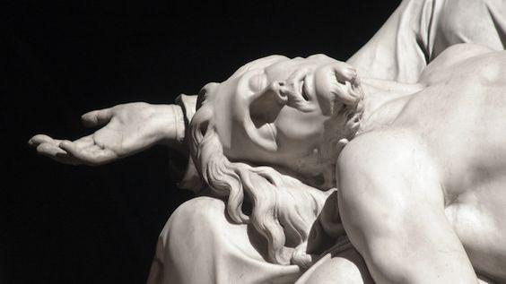 Le Christ mort, dans les bras de la Vierge Détail de la Piéta de Notre-Dame de…