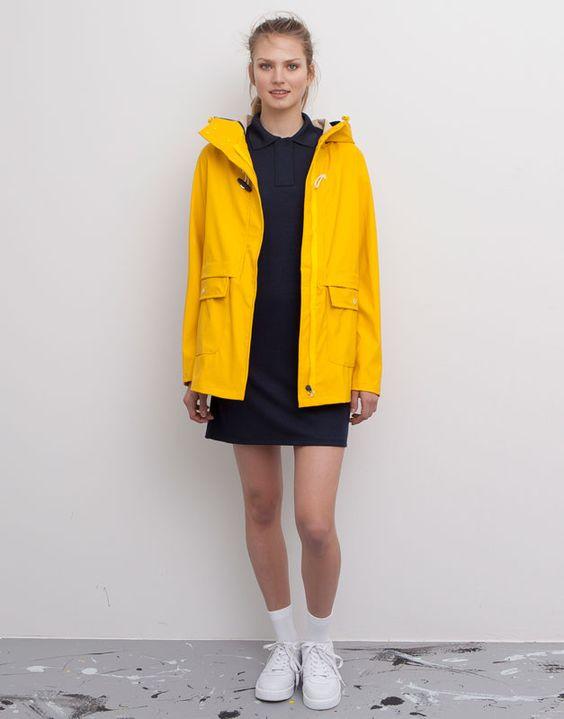 50,-  Pull&Bear - damen - jacken - regenjacke mit kapuze und knebelknopf vorne - gelb - 05715312-V2015