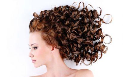 10 formas de conseguir un cabello ondulado sin planchas - ¿Sabías que existen 10 formas de conseguir un cabello ondulado sin planchas? En Ella Hoy te mostramos los diferentes trucos para que presumas de unos rizos perfectos respetando la salud de tu pelo.