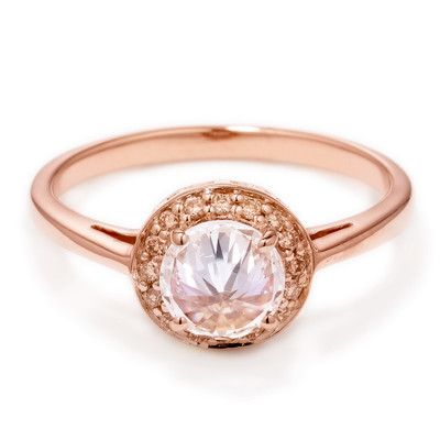 I love rose gold, & absolutely love the idea of a rose gold wedding ring. It's too precious <3