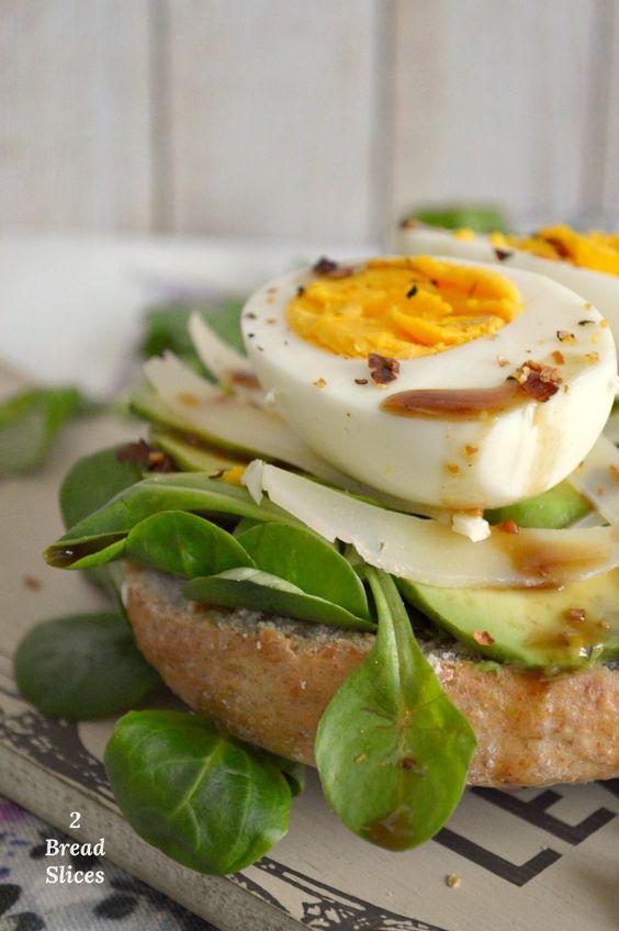 Bagel de Aguacate, Huevo y queso Pecorino