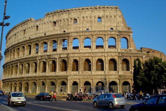 O Coliseu uma bela arte O Coliseu já e contado como o maior símbolo do Império e ponto turístico de Roma.