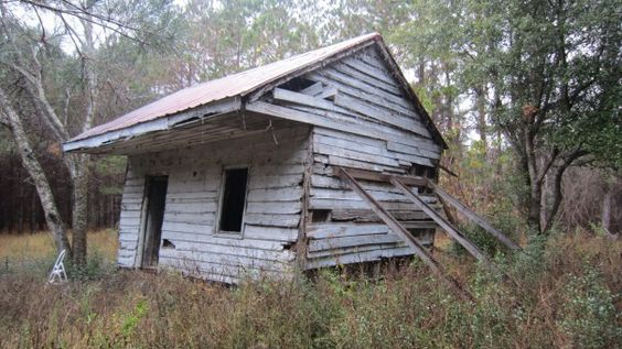 Former housing. The 19th-century slave cabin on Edisto Island, S.C., will be transferred to the Smithsonian's National Museum of African American History and Culture's collection.