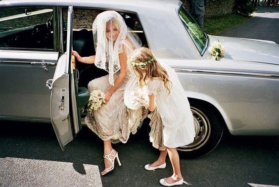 Beautiful, dress, veil and pic - love it!