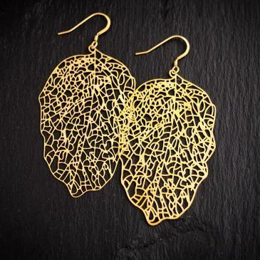 Sofia Weman Design Sofia Weman har gjort smycken i tio års tid under namnet Sofia Weman Design. Den senaste kollektionen heterNature. och innehåller olika smycken med gjutna rävar, björnar, kaniner och djurtänder i silver och guld double. Det finns även andra kollektioner i mässing, guld double, och läder. Nu har Sofia Wemans smycken blivit utvalda att sälja i det nylanseradeMODS Shopunder begränsad period iPop Up Placei Kv Caroli, Malmö.