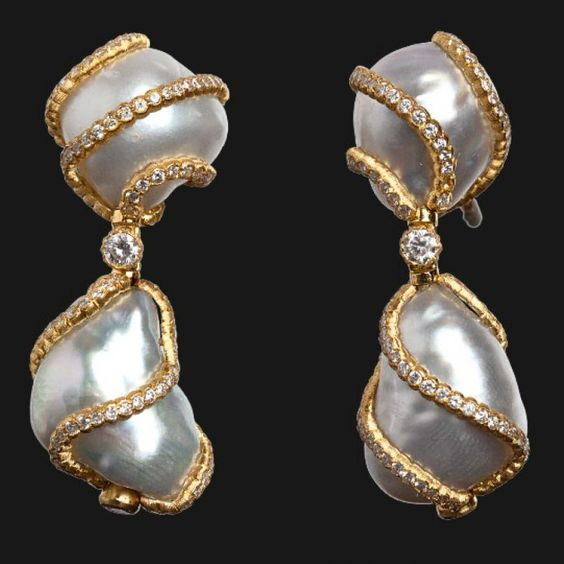 Gianmaria new pendant earrings in yellow gold with diamonds and pearls by Buccellati