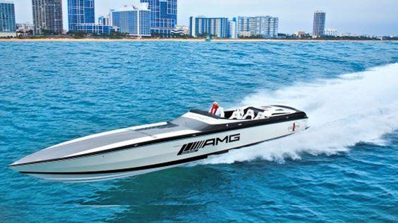 Talvez para muitos a lancha mais rápida do mercado seja a Statement! 50′ Catamaran marca de barcos americana.