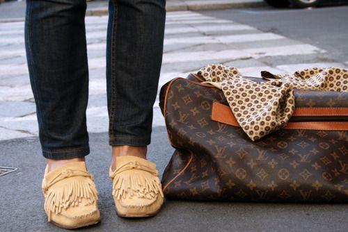Travel style: weekender, flats, skinnies, scarf.