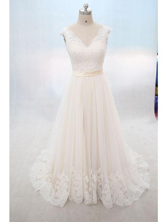 A-linje Brudklänning Hovsläp V-hals Spets / Tyll med Applikationsbroderi - SEK…