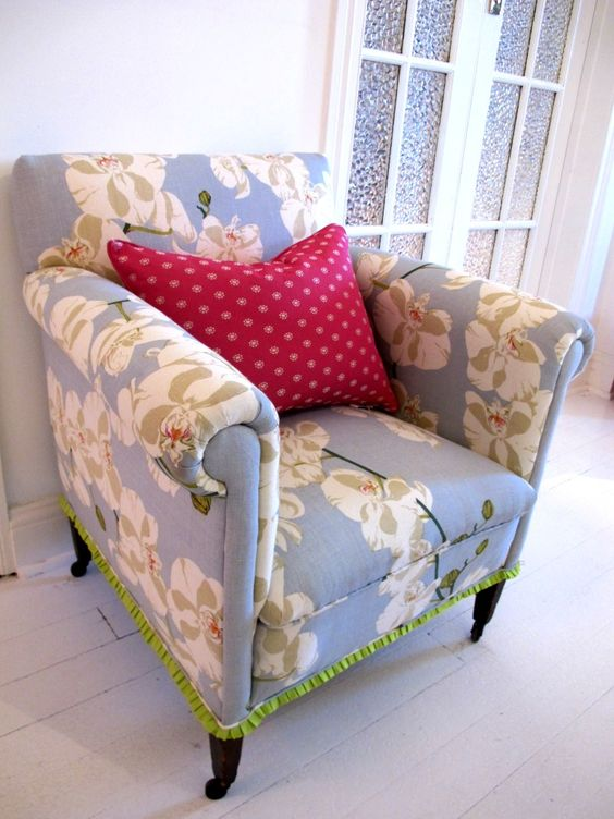 Pretty chair with ribbon edging