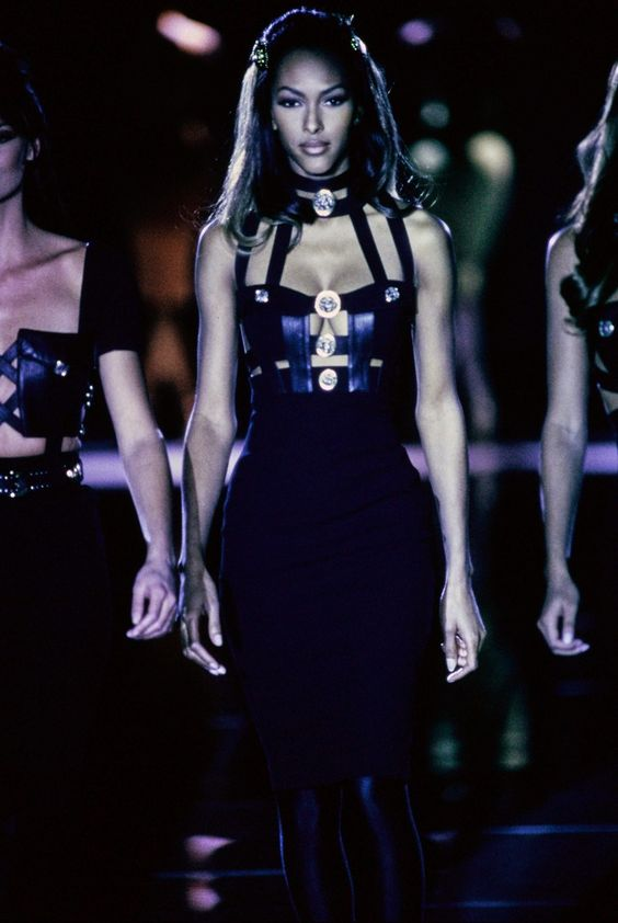 Versace Fall 1992 Ready-to-Wear collection, runway looks, beauty, models, and reviews.