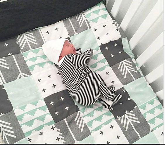 Menthe gris et noir Patchwork Baby Blanket-2 par fingersandtoes
