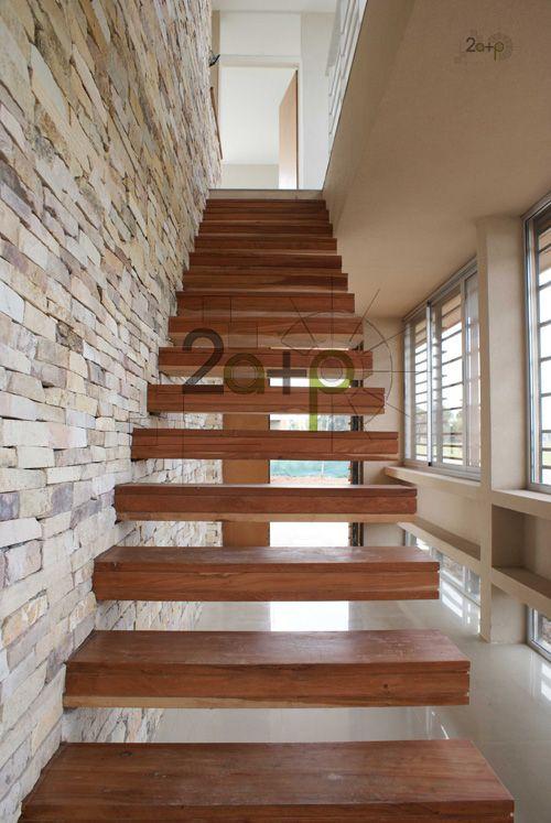Las escaleras en m nsula son de dise o moderno ideal para for Estilo moderno diseno de interiores caracteristicas