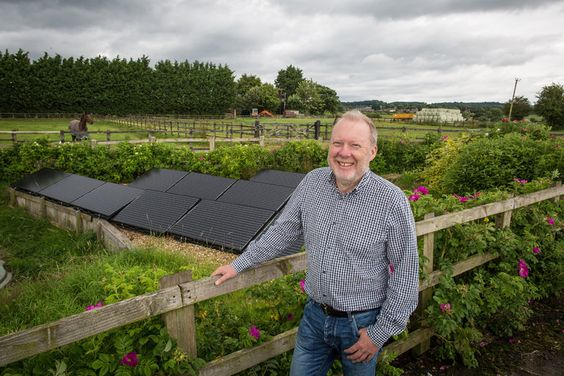 In Ashton Hayes, residents have banded together to cut greenhouse emissions with solar panels, wine-and-cheese nights and no politicians. (2016-08-21 NYTimes)