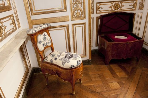 Versailles chateaus and cabinets on pinterest for Chaise de parterre
