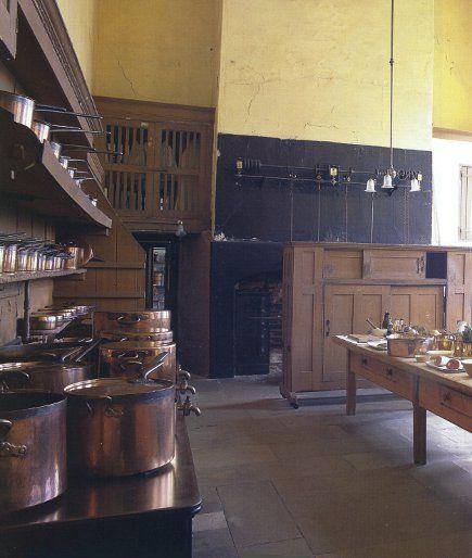 this English kitchen makes me pine for more Downton Abbey!