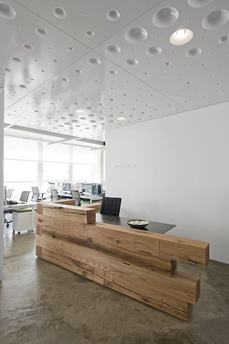 Reception desks desks and receptions on pinterest for Bureau reception