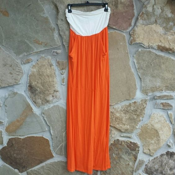 Nwt Orange and white Maxi Dress w Pockets Beautiful new with tags orange and white maxi dress with pockets. Perfect for tailgating #universityoftennessee #universityoftexas #universityofflorida Dresses Maxi
