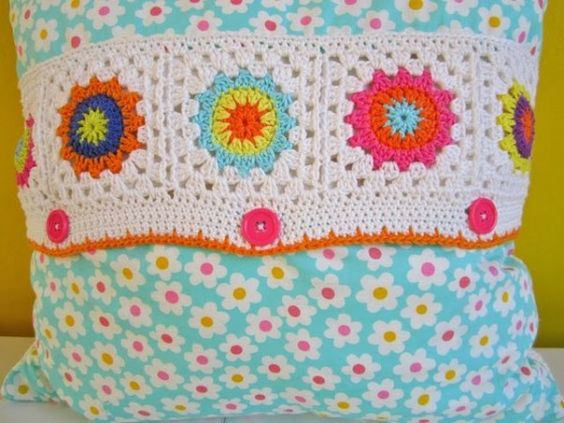 Free #Crochet Flower Square Pattern from Color n Cream