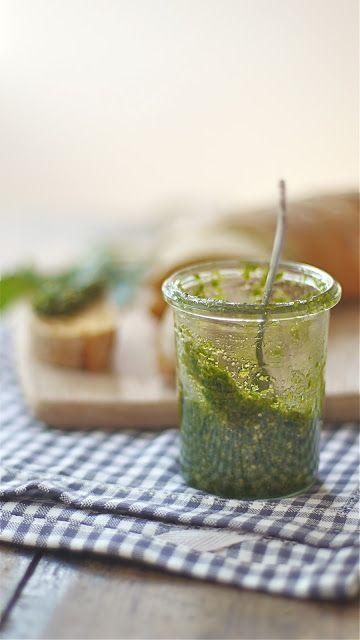 Lykkelig - mein Foodblog: Lasst uns picknicken! Ein leckeres Rezept für Macadamia-Pesto und Startschuss für Post aus meiner Küche Nr. 3!