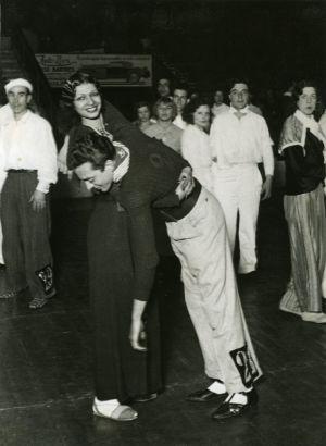 La Barcelona de los años veinte vivió y sufrió una curiosa moda; los maratones de baile