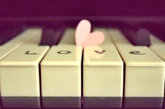 """""""La música tiene ciertas normas. La primera de todas es la perfecta musicalidad. A partir de ahí una ya puede actuar. Sólo existe un lenguaje para la música; lo mismo que en el amor. Se ama, se respeta y se honra. Nunca se debe mentir, ni traicionar. Naturalmente, hay que tener lealtad, y gratitud también, pero sin exagerar. Con dignidad. Hágase lo que se haga, siempre con dignidad"""" ~Maria Callas"""