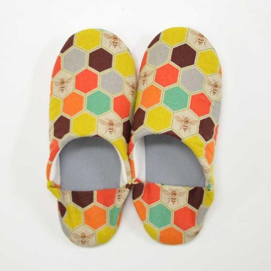 Slippers echino bee http://www.modes4u.com/en/cute/c231_Echino-Fabric.html