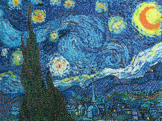 """Quadro """"Noite Estrelada"""" de Van Gogh recriado com jujubas"""