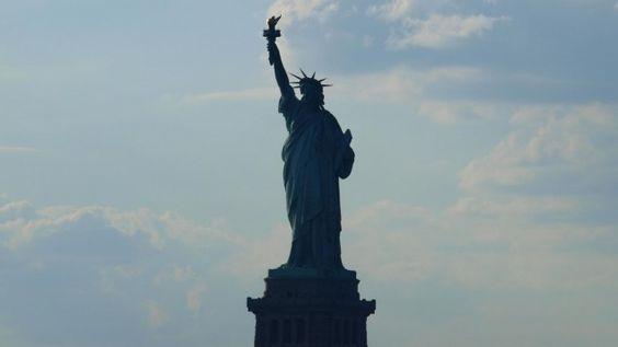 Blick auf die Freiheitsstatue in New York (deutschlandradio.de / Daniela Kurz)