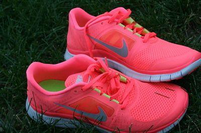 love it: Running Shoes, Pink Nikes, Shoes Nike, Nike Workout Shoes, Cheap Nike, Nike Shoes, Nikefreerun, Neon Nike, Nike Free