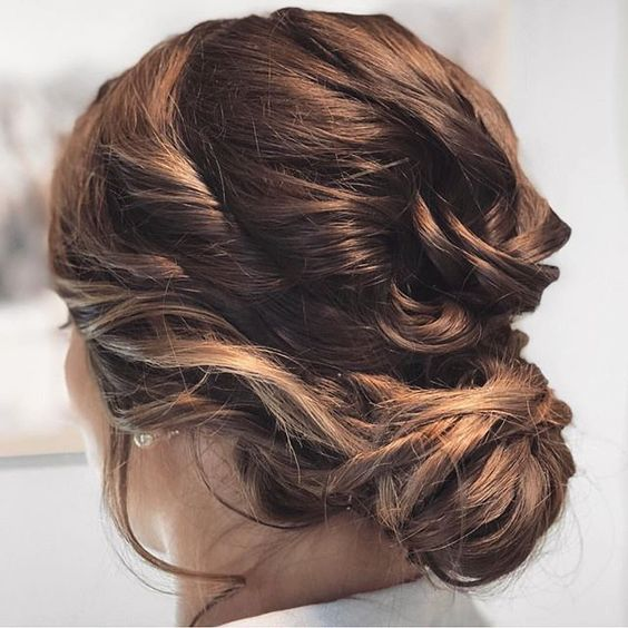 Gorgeous low bun bridal hairstyle