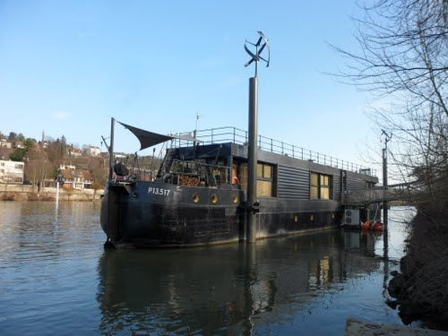 Houseboat barge seine