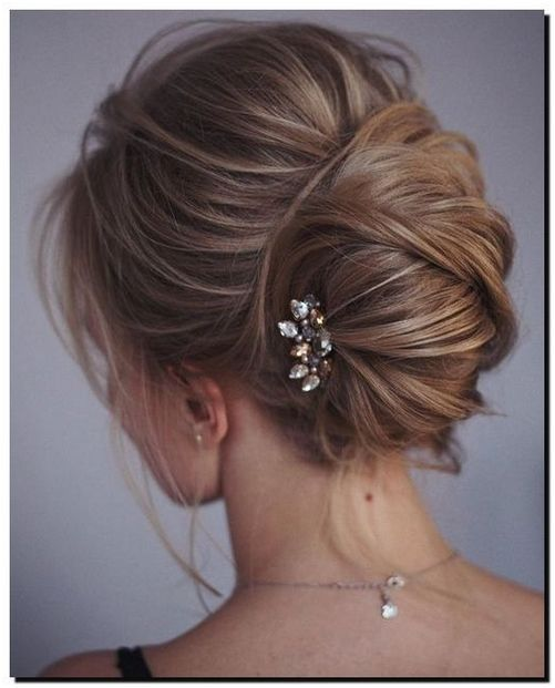 Choose On The Right Bridesmaids Hairstyles And Have The Best Looking Wedding Entourage Weddin Bridesmaid Hair Updo Wedding Hairstyles For Long Hair Hair Updos