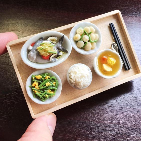 Every Friday should be #EatWithFamilyDay. Have a good weekend guys!   #MiniatureAsianChef #miniature #miniatures #miniaturefood #handmade #craft #三菜一汤 #家常菜 #polymerclay #sg #singapore #singaporefood #sgig #igsg #fakefood #family #要记得回家吃饭 #tgif #dinner