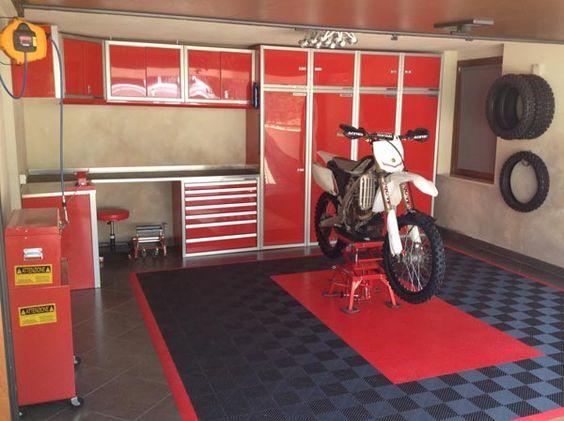 Moduline cabinets in motocross garage garage cabinets for Location garage moto