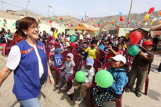 Alcaldesa Susana Villarán llevó navidad a niños víctimas del terrorismo