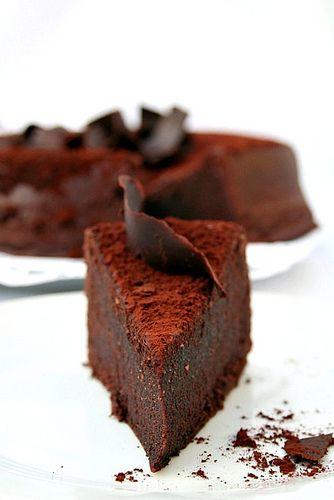 le biscuit moelleux au chocolat de la maison du chocolat chocolate cakes this weekend and cakes. Black Bedroom Furniture Sets. Home Design Ideas