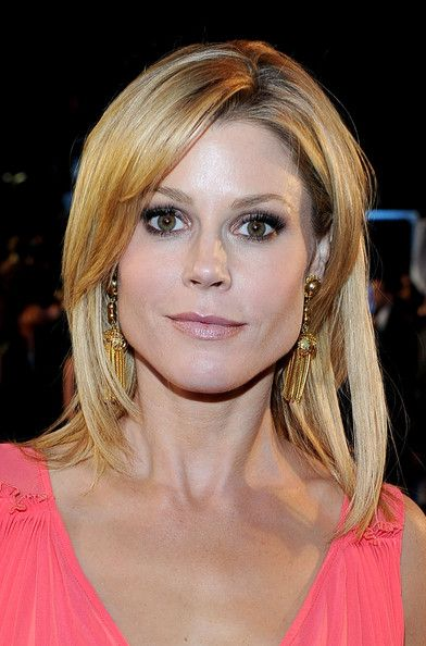 pixie haircut with bangs julie bowen in 2011 s choice awards carpet 5478