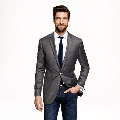 Dark denim fitted sport coat skinny tie beard. I like this